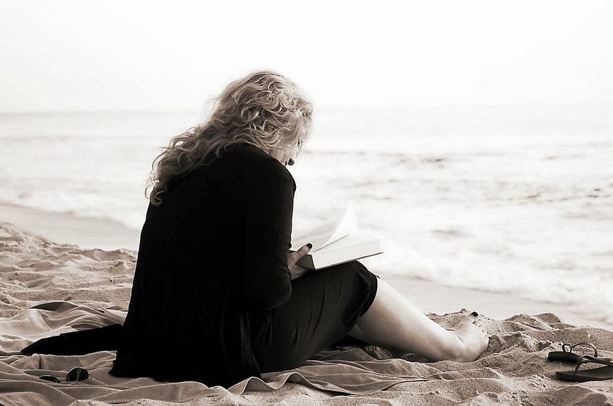 Grande Mulheres da Bíblia lendo_by Sophi Moda Evangélica